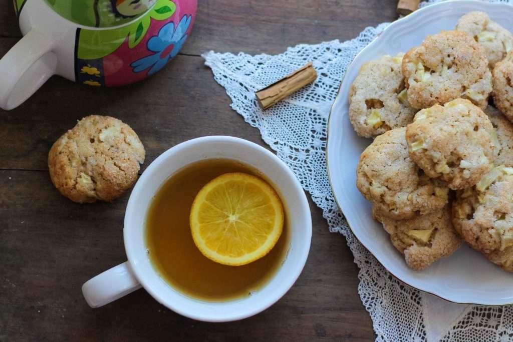 la ricetta per i cookies alla mela cannella e nocciole