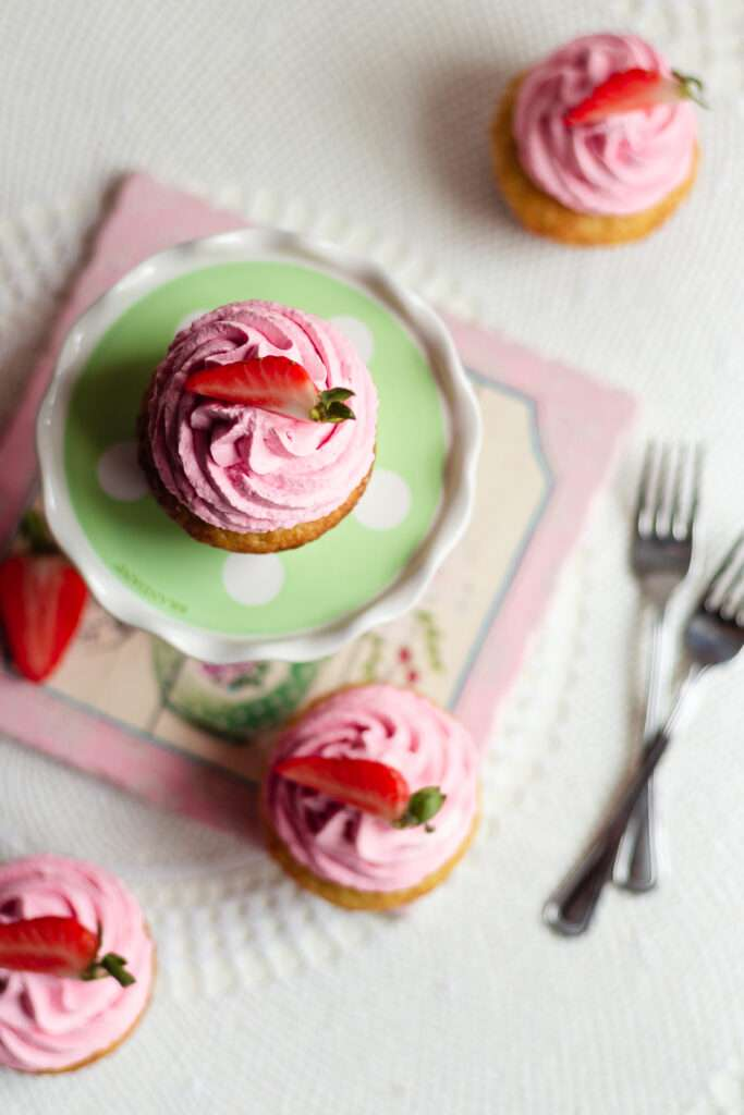 the recipe for strawberry vanilla cupcakes