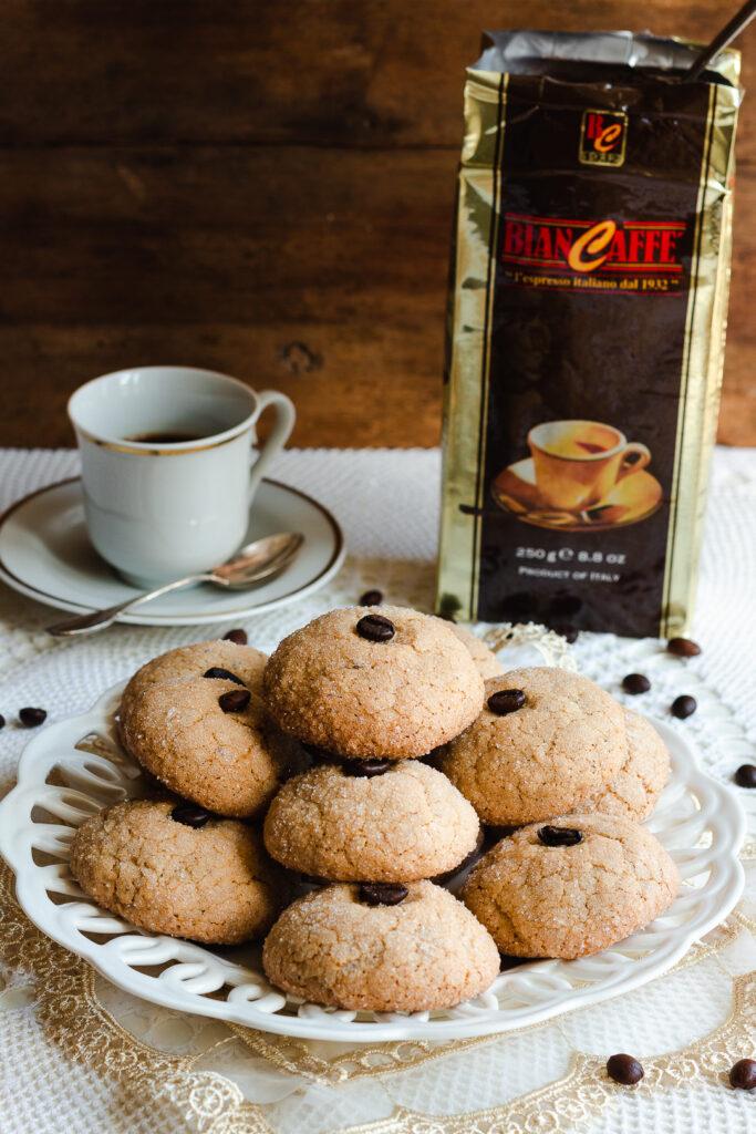 la ricetta dei biscotti al farro nocciole e caffè