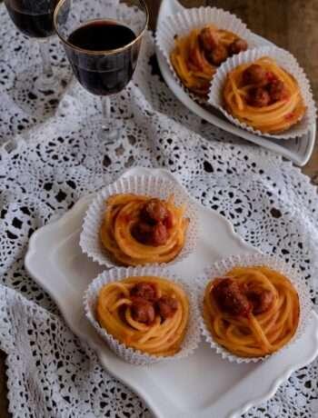 la ricetta degli spaghetti alla chitarra con pallottine versione finger food